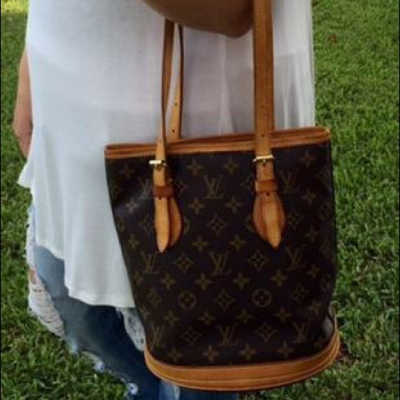 3bb4a3e654 Louis Vuitton Handbags - Authentic Louis Vuitton Bucket PM Monogram